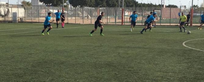 jugando al fútbol en futbolcity